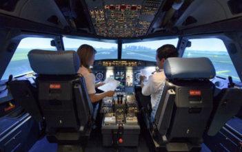 Airline cockpit simulator